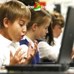 le scuole a tenerife bambini al computer