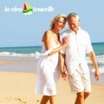pensionati a tenerife coppia anziana al mare